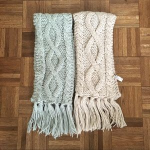 2 chunky knitted scarves